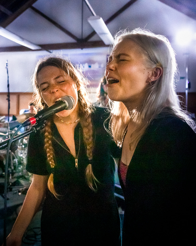 Maggie Rogers & Phoebe Bridgers rehearsing backstage at Newport Folk Festival